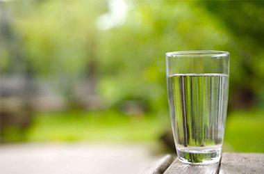 你一天要应该喝多少水?爱水APP告诉你